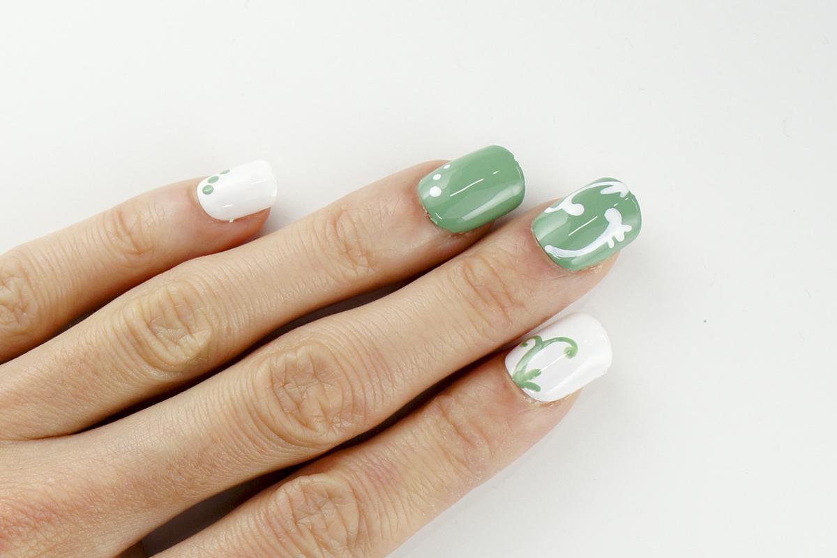 新緑カラーがさわやか『アールヌーボー調ツタ柄』