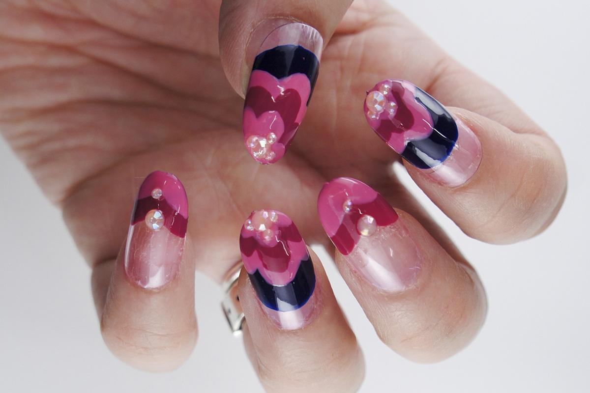 甘めピンクを大人に見せる『お花フレンチネイル』