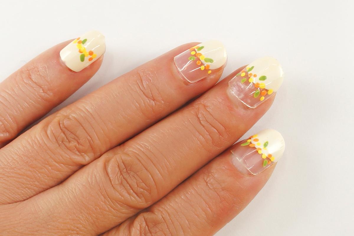 短い爪にかわいい『ミモザみたいな小花柄ネイル』