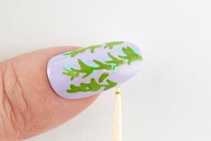 鶯緑(うぐいすみどり)で柳の葉を描く
